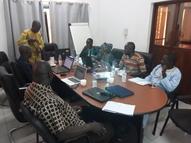 Séance de travail dans le bureau de Wetland Mali