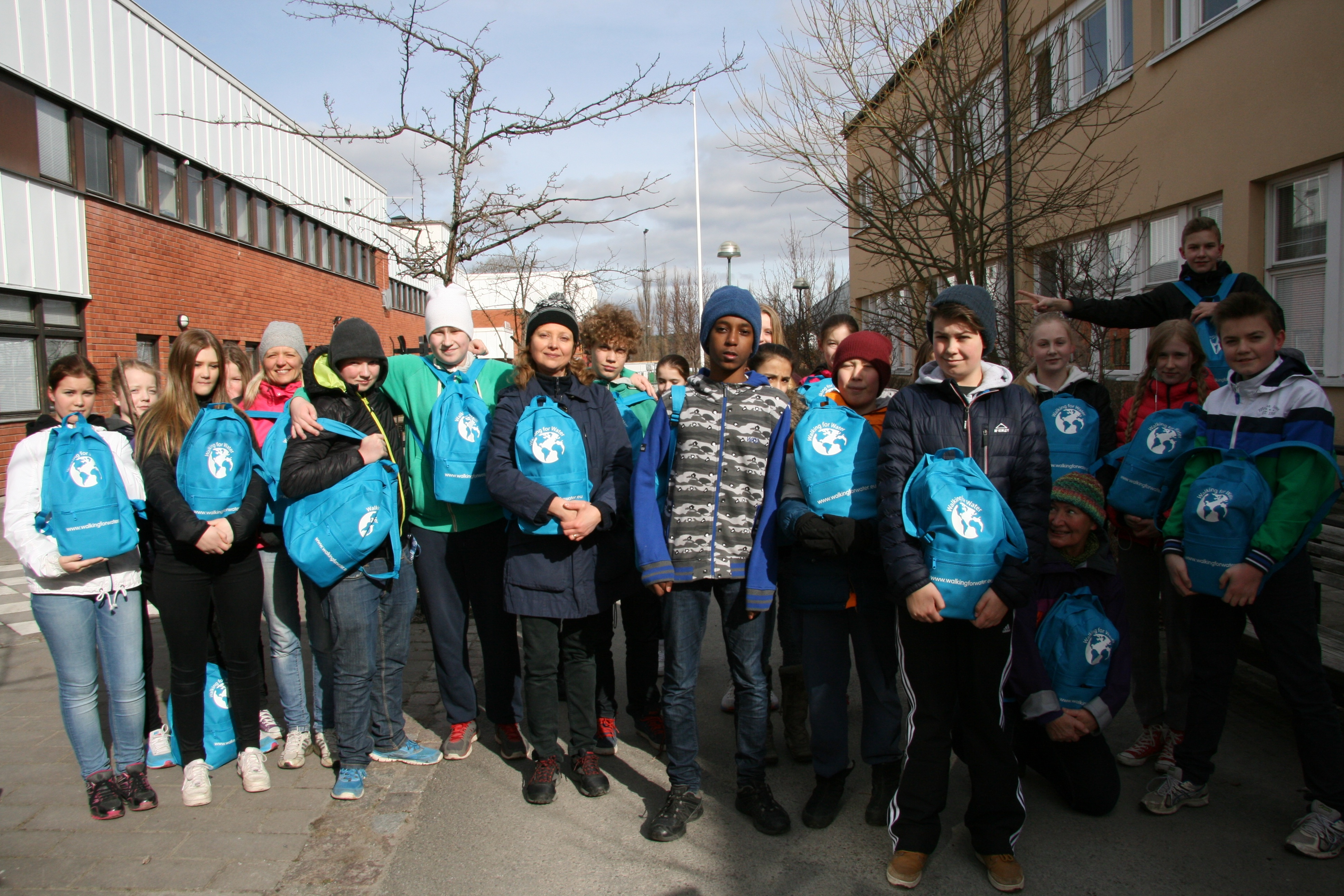 Akvo RSR - Students from schools in Sweden and in the USA walked ...
